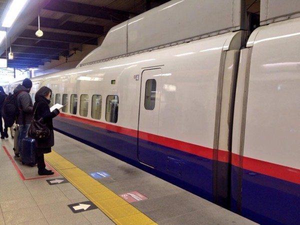 giappone-fila-treno