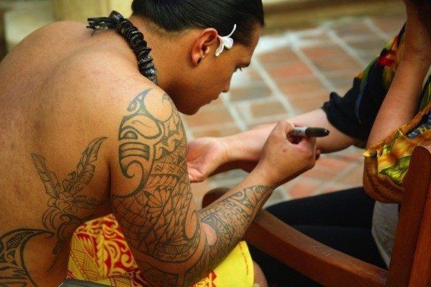 tatuaggi-polineasiani-con-legno