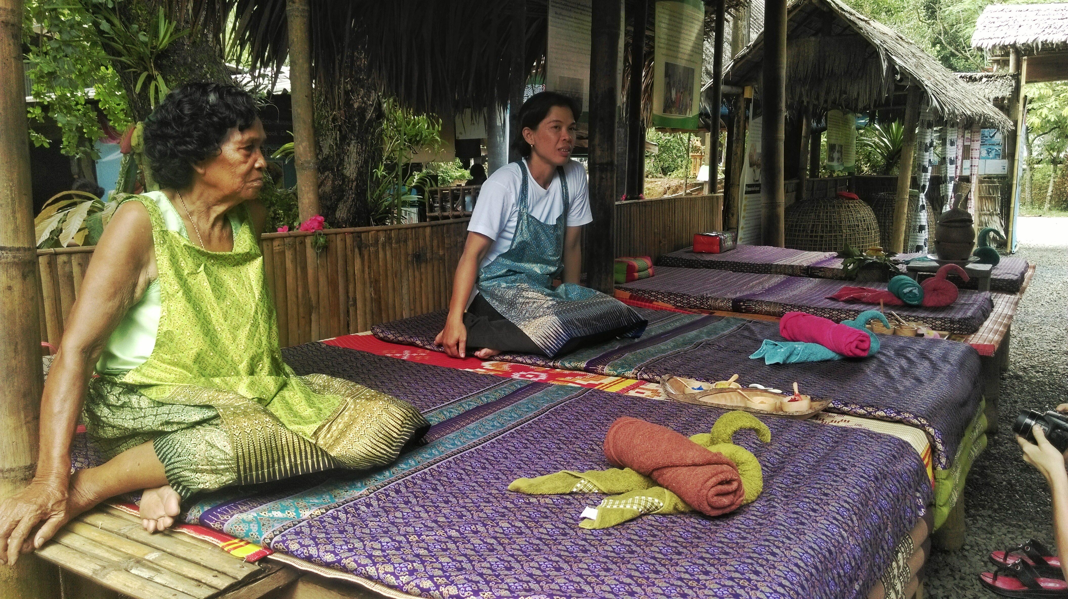 thailandia-massaggio-comunità
