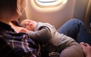 volare-con-un-neonato-le-compagnie-aeree
