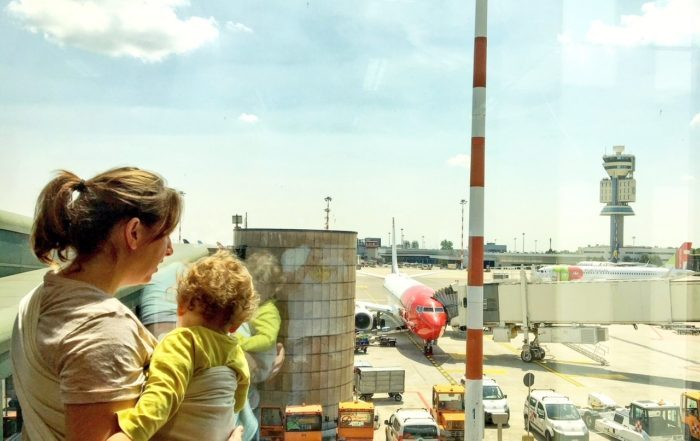 aereo-con-bambino